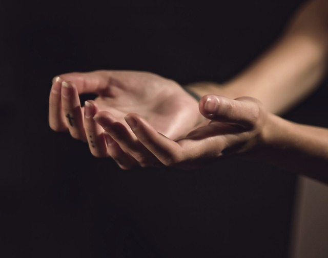 Comment arrêter de se ronger les ongles définitivement ?