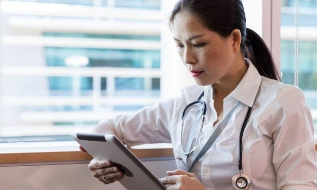 Médecine : Pourquoi avoir un écran d'information pour les clients en salle d'attente?
