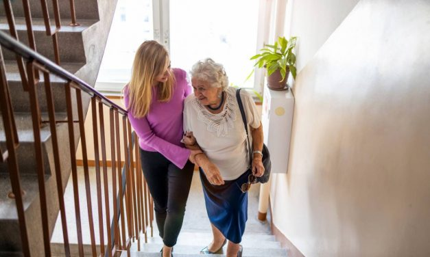 Maintien à domicile : comment rassurer vos proches ?
